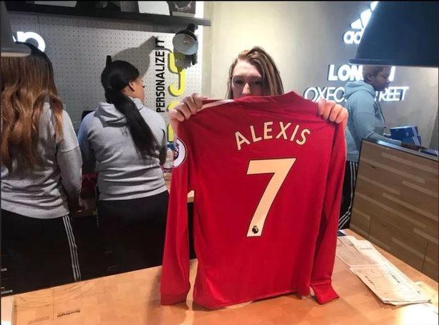 迫不及待!红魔球迷在曼联球衣上印刻桑切斯名字