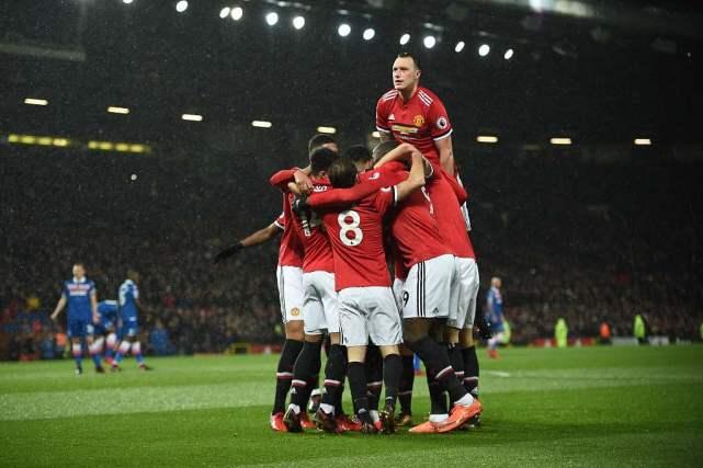英超-曼联3-0胜保级队 马夏尔传射卢卡库破门
