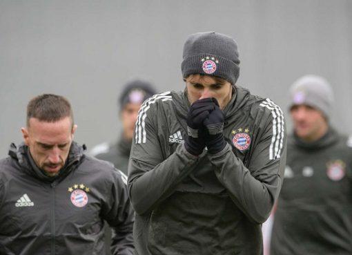 拜仁进行欧冠淘汰赛前最后一堂训练课,科曼复出