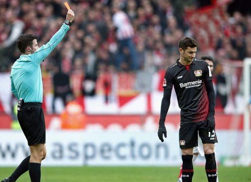 官方:勒沃库森前锋阿拉里奥遭遇三场禁赛