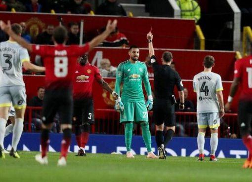 联赛杯:琼斯失点罗梅罗染红费莱尼难救主,曼联点球失利总分9-10出局