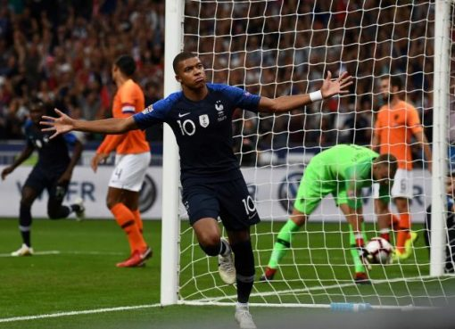 欧国联-法国队2-1荷兰 姆巴佩建功吉鲁破荒