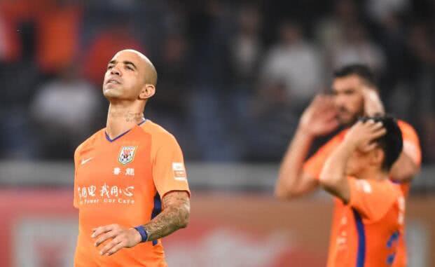 曝中国球队高薪报价鲁能头号射手 自由身签两年