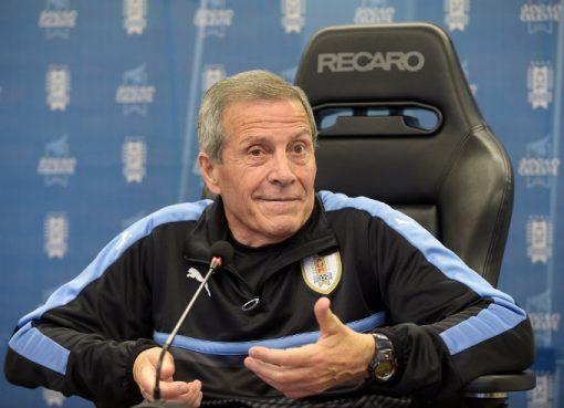 官方:乌拉圭与71岁老帅塔瓦雷斯续约4年