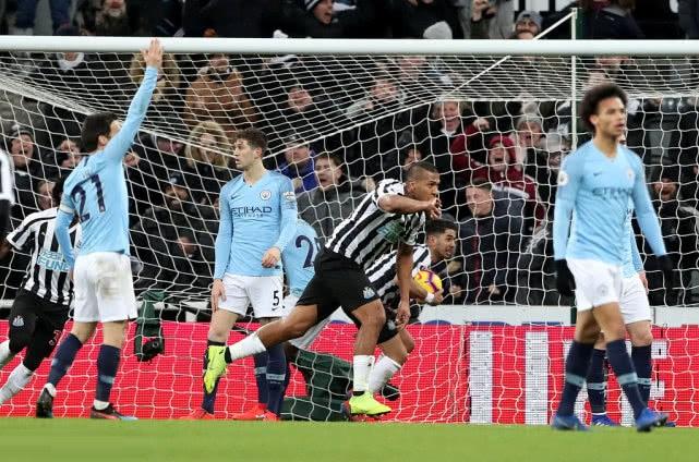 英超-曼城爆冷1-2遭纽卡逆转 先赛一场落后利物浦4分