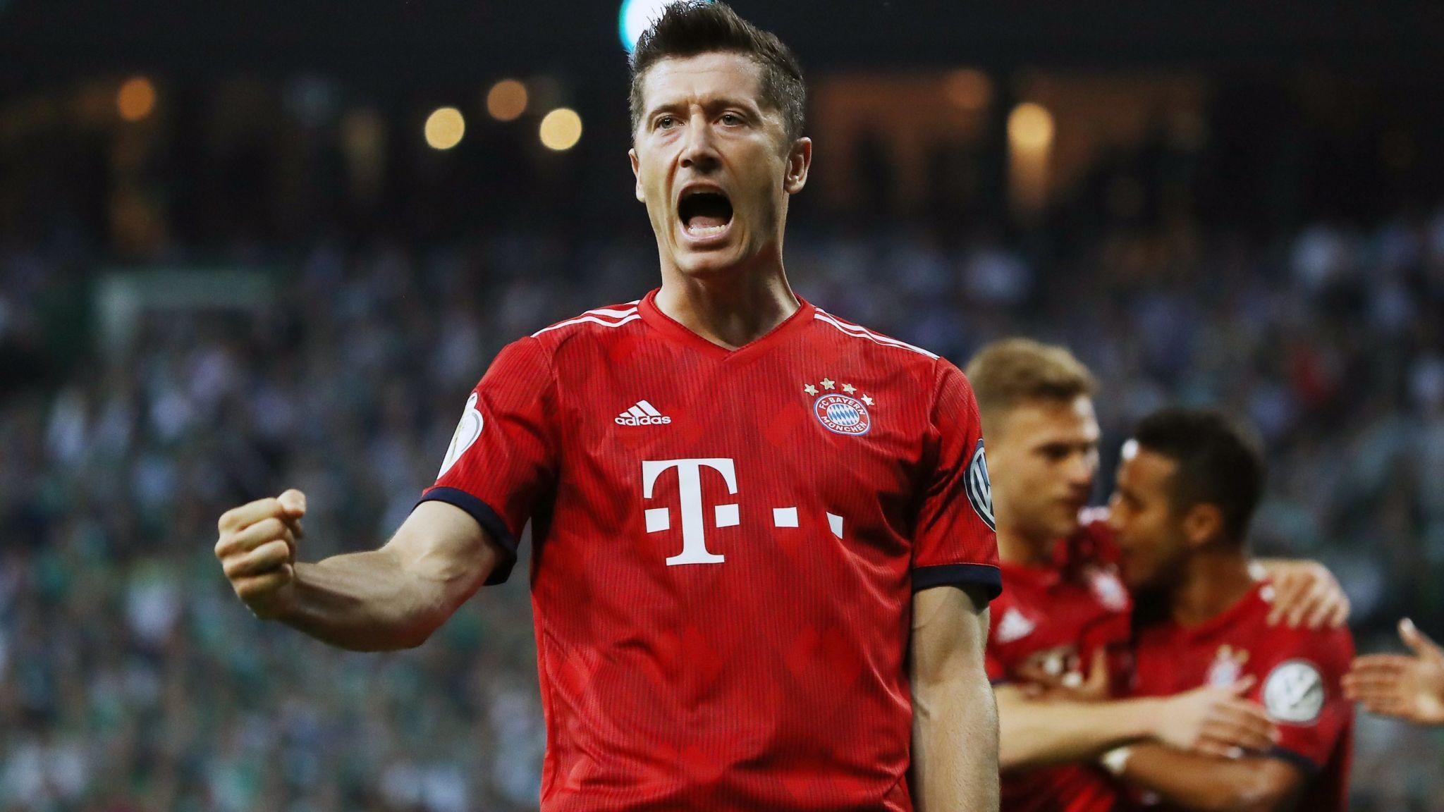 德天空:曼联和巴黎并未报价莱万,球员想留到2023年