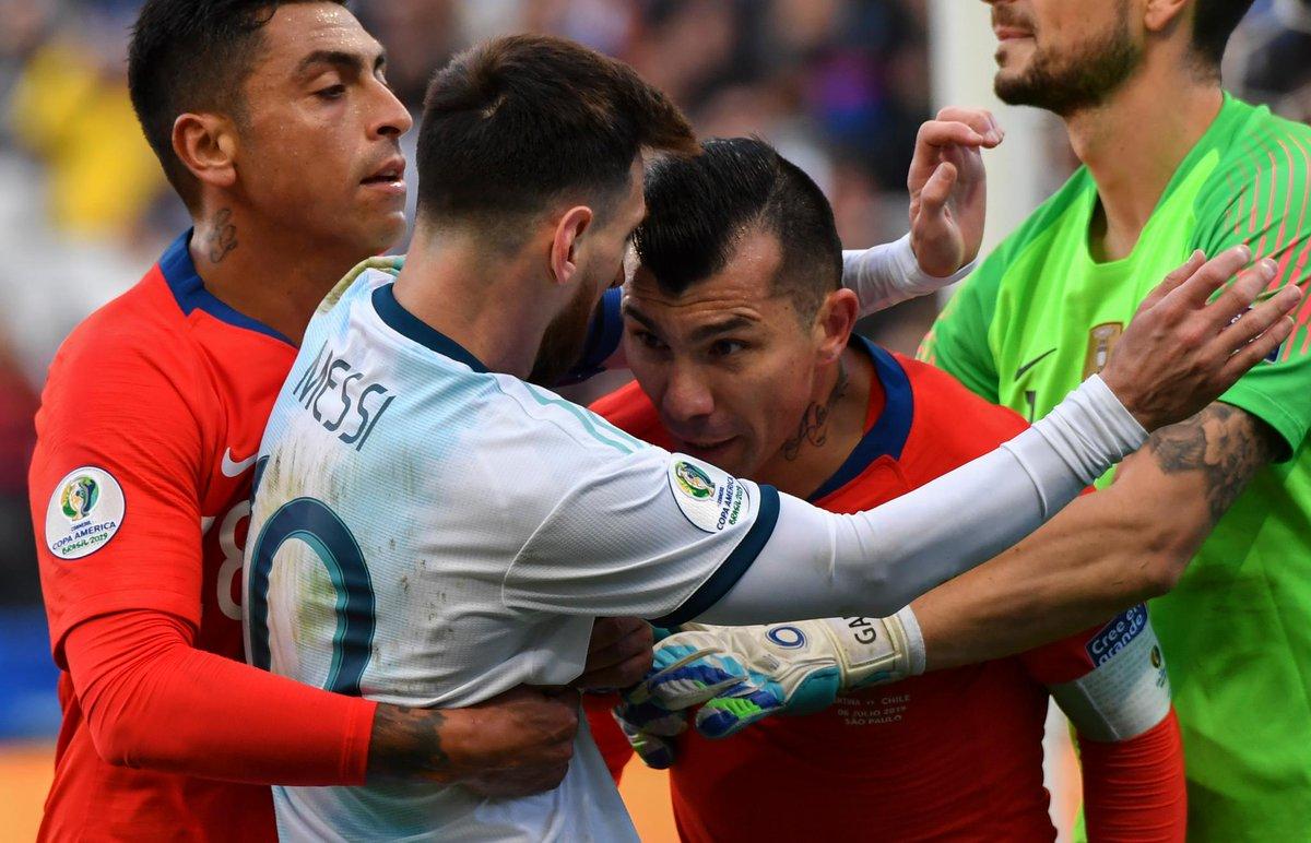美洲杯-梅西染红阿根廷2-1智利获季军 迪巴拉阿圭罗破门