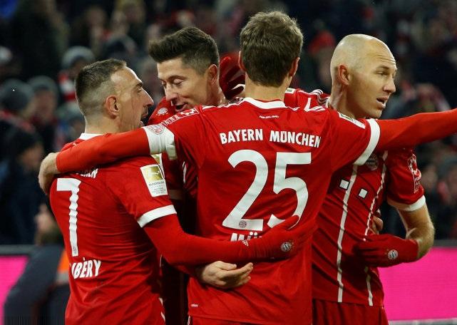 德甲-拜仁2-1沙尔克联赛9连胜 莱万穆勒破门