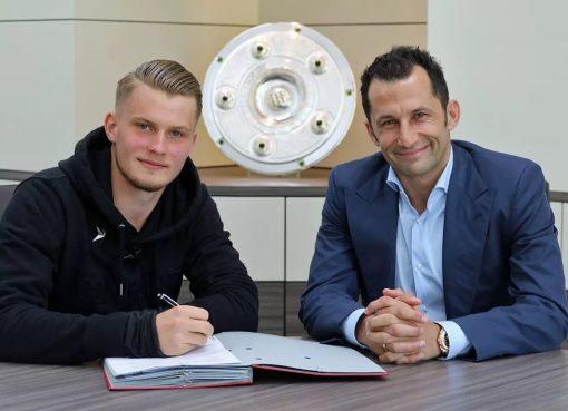 官方:拜仁与18岁后卫迈续约至2021年